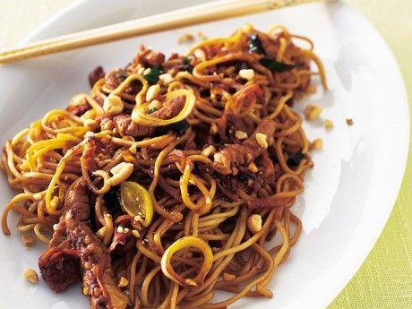 Peanut noodle pasta En Asieninspirerad rätt som gillas av både stora och små.