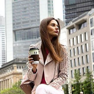 """Meridio (@meridioband) su Instagram: Repost @themakeupillusion """"Tomorrow comes online  my new blog post """"A day in Frankfurt with…""""  #cupholder by #meridioband   Visit www.meridioband.com   #leather #madeinitaly #javajacket #coffee #cozy #handcrafted"""
