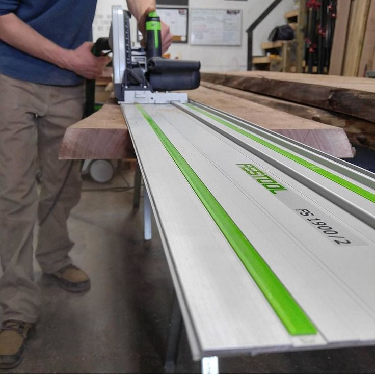 Festool plunge saw is the perfect tool for ripping down live edge  #englishcarpentry #carpentry #carpenter #woodwork #joinery #proudcarpenter #proudtobeacarpenter #perfection #topwork #skills #design #wood #tools #festool #festoolme #liveedge de englishcarpentry