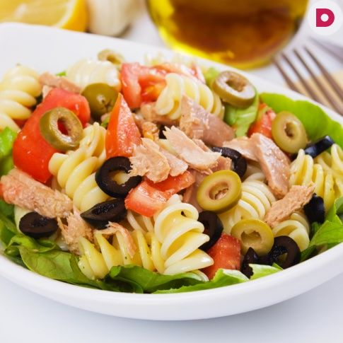 Салат из пасты с тунцом и кукурузой