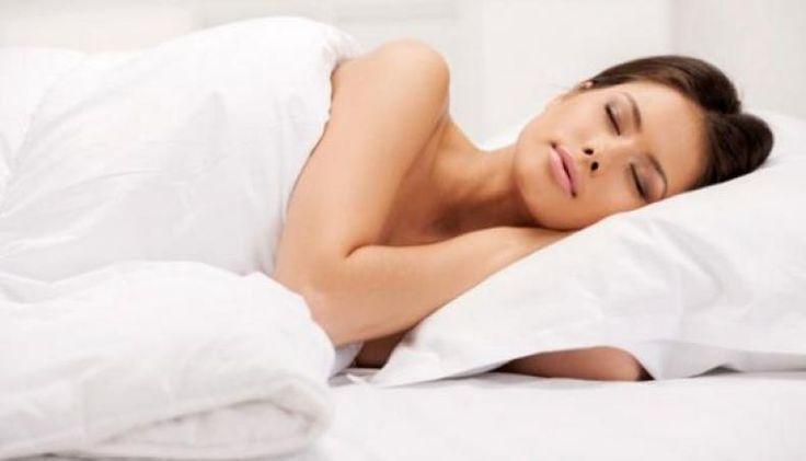 Waktu Tidur yang Ideal pada Setiap Orang  KONFRONTASI -  Kebutuhan tidur setiap orang tidaklah sama. Faktor usia sangat menentukan kebutuhan tidur tiap-tiap orang.  Tidak ada durasi tidur yang sempurna yang harus didapatkan setiap orang. National Sleep Foundation telah memperbarui pedoman pada berapa jam orang tidur perlu sesuai dengan usia mereka.  #Bayi yang baru lahir (0-3 bulan) Bayi baru lahir butuh tidur 14-17 jam setiap hari untuk mendukung perkembangan mental dan fisik.  #Bayi 4-11…