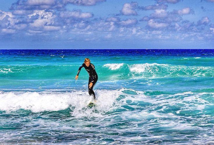 Пляж Бонди в Сиднее. Входит в топ-10 лучших пляжей мира! В Австралии его называют Бондай Бич. Bon dai или Boon dai на языке аборигенов означает волна разбивающаяся о скалы. #australia #sidney #bondibeach #bondibeachsydney #pacificocean #wayv #serfing #австралия #сидней #бондайбич #тихийокеан #волны #серфинг #серфер by xorolik http://ift.tt/1KBxVYg