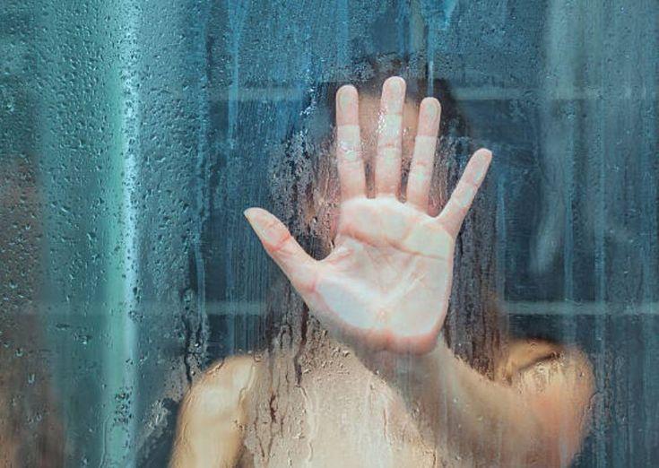 2 techniques pour nettoyer une paroi de douchenoté 4 - 12 votes Lorsque l'on se lave, les vitres de la douche en voient de toutes les couleurs. Entre les traces de savon et le calcaire de l'eau qui y laisse de vilaines traces, elles ne ressemblent plus à rien assez rapidement et ces taches ne … More