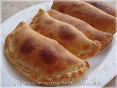 Aujourd'hui, vous allez découvrir cette magnifique recette de Sandwichs algériens, a la pâte super légère et moelleuse, pour la farce, vous avez le libre choix, en Algérie c'est souvent farci a la sauce tomate ,viande hachée et fromage en portions. Ma...