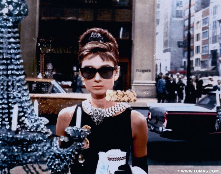 Holly Golightly (Audrey Hepburn) © Blake Edwards, www.lumas.com