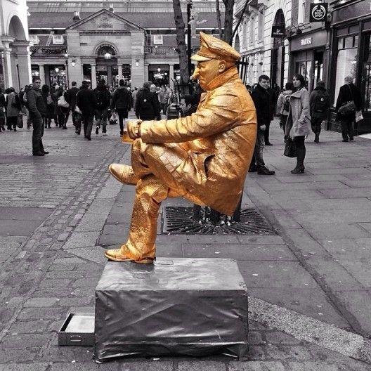 gold street performer statue - photos of london - london