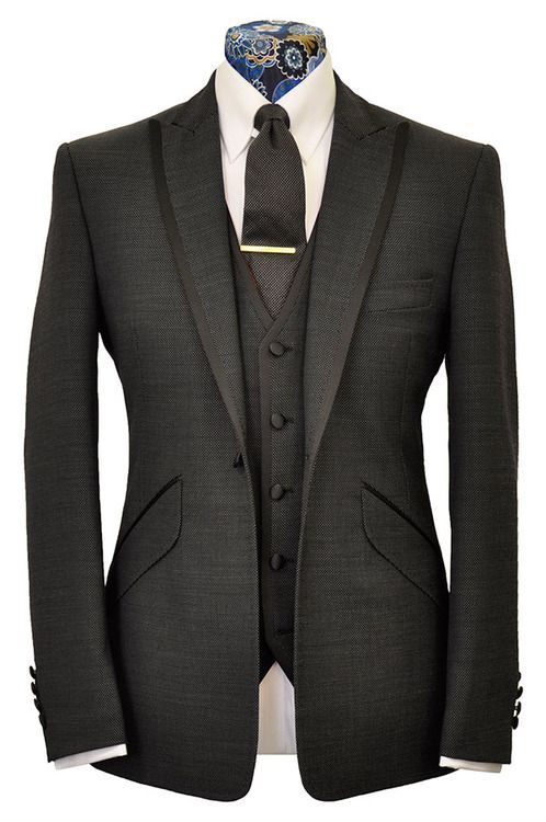 Visit www.monsieuredgar.com to find out about our bespoke garments and business opportunities. ©PRO BESPOKE