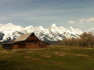 Wyoming's (Jackson) most photographed barn, which lies in front of the Grand Tetons.  So beautiful!Wyoming Jackson, America A Die, Die Breeds, Road Trips, Roads Trips, Photographers Barns, Grand Teton, Country Barns