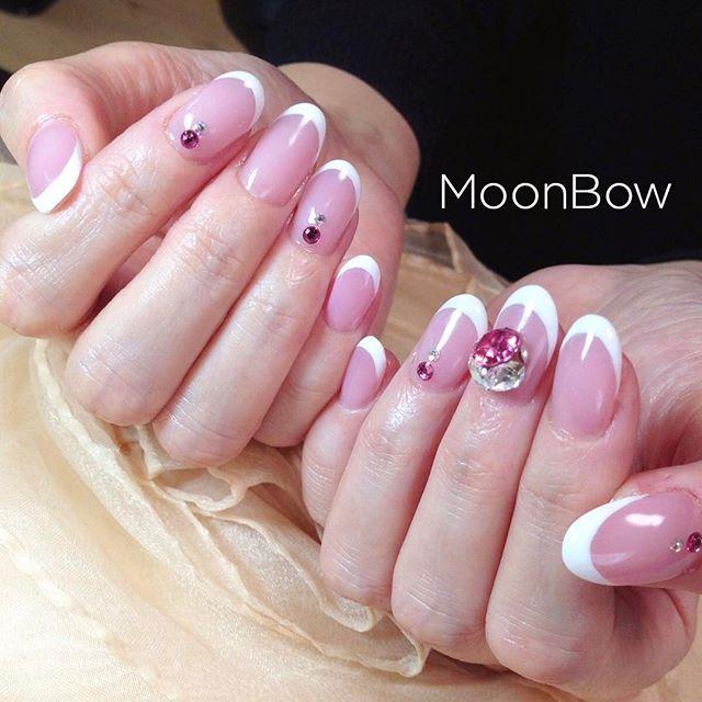 キラキラネイル💎✨ かわいいピンクベースにホワイトの細フレンチ💖 french × decorated bijou ♡ Bling nails #Swarovski  Please take a look my other nails 💕💅✨ * #ワンカラー #細フレンチ #スキニーフレンチ #白フレンチ #ピンクネイル #スワロボール #ジェルコートなし #シンプルネイル #大人可愛い #自爪 #春ネイル #冬ネイル #今日のコーデ #長持ちネイル #セルフネイル #サロンモデル #ファッション #お洒落 #オトナ女子 #ゆで卵 #205ジャスミン #maogel #マオジェル #maogel導入サロン #maogel導入サロン名古屋