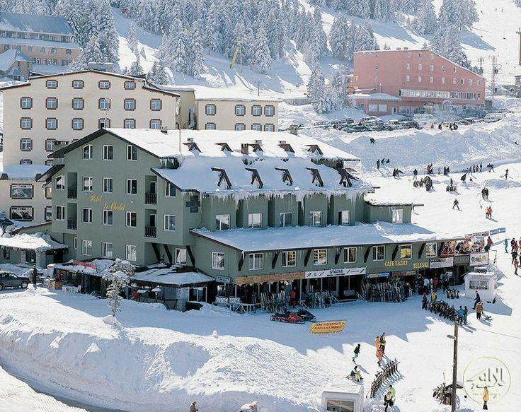 Otel Hotel Le Chalet Yazıcı Uludağ #uludağ #otel #kayak #ski #kış sporları  Uludağ oteller 1. Gelişim bölgesinde yer alan tesis, Bursa şehir merkezine 35 km mesafededir.