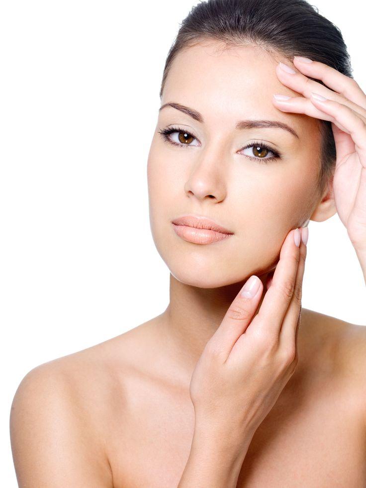 Evitar #maquillaje y cremas con productos químicos pueden ser una medida suficiente para prevenir el riesgo de #cáncer.  #FocusOnYourFace #Beauty #Consejos