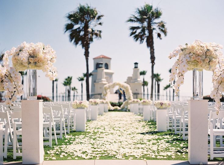Breathtaking monochrome wedding ceremony at Hyatt Regency Huntington Beach Resort and Spa | Southern California wedding venues (Caroline Tran Photography)
