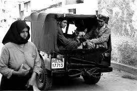 Banditi a Orgosolo. Imbetze de trattores pro arare , arriban carrarmatos e cannones.