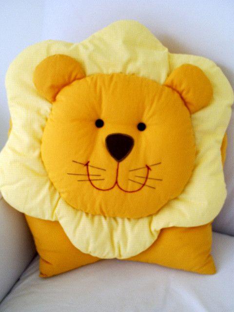 Almofada de leão by pingodegente, via Flickr