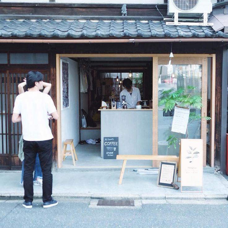 9/23 またまた素敵な出会いDongreeコーヒースタンド 最初お邪魔した時は20分待ちお一人で同時につのドリップステーションを手際よく抽出されていました京都のコーヒーシーンアツいです 今度共よろしくお願いします Loving the vibe at Dongree Coffee Stand in Higashiyama. Thanks for the amazing pourover and lively conversation. Looking forward to working together keeping the Kyoto coffee scene vibrant. @dongree_kyoto