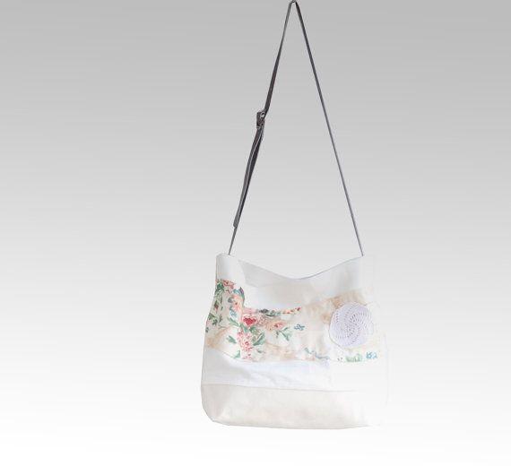 CHAMOIS Beige Linen Tote Bag  Begonia Floral XL by dawnaparis, €42.00