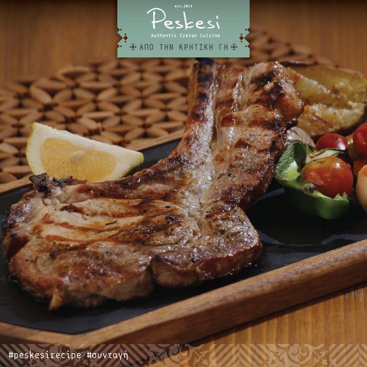 """Στο @Peskesi γιορτάζουμε την #Τσικνοπέμπτη παραδοσιακά! Ελάτε να τσικνίσουμε παρέα, με φρέσκα κρητικά κρεατικά και """"πρωταγωνίστρια"""" τη #σπαλομπριζόλα μας. Ένα πιάτο καλοψημένο, ζουμερό και απόλυτα χορταστικό! Μια πλούσια μερίδα για καλοφαγάδες."""