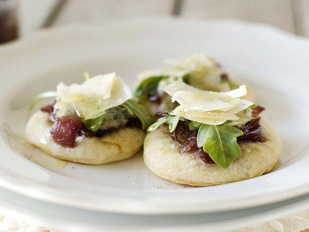 Mini Onion Jam Pizzas via @Betty CrockerHoliday Parties, Elegant Appetizers, Minis Dog Qu, Onions Jam, Minis Onions, Betty Crocker, Parties Ideas, Jam Pizza, Crusts