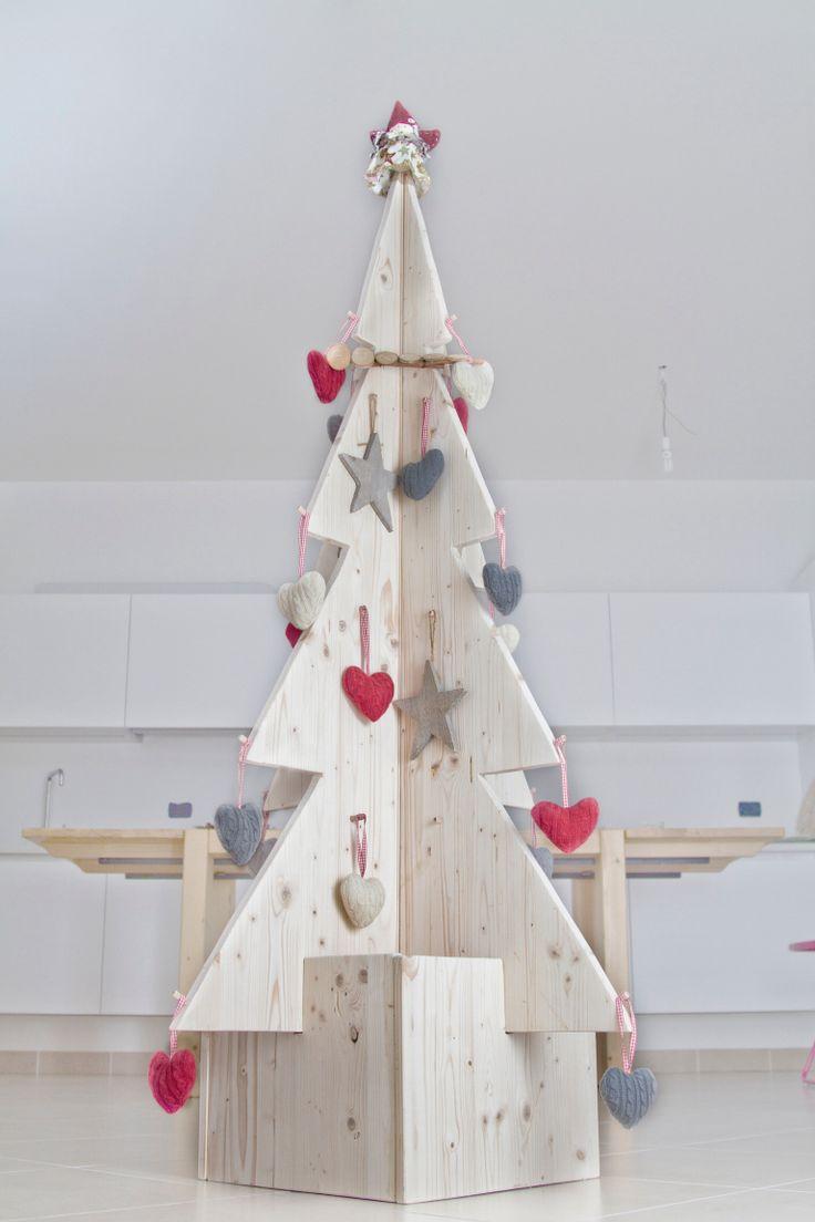 Albero di Natale in legno di abete. Addobbi ikea.