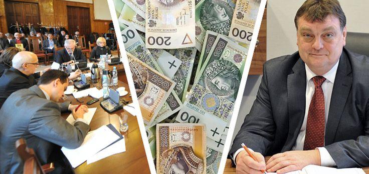 Elbląg. Czy dojdzie do referendum? Chcą, aby prezydenci i radni zmniejszyli sobie pensje. Jeśli tego nie zrobią, zorganizują referendum  http://info.elblag.pl/28,39781,Czy-dojdzie-do-referendum-Chca-aby-prezydenci-i-radni-zmniejszyli-sobie-pensje-Jesli-tego-nie-zrobia-zorganizuja-referendum.html#ixzz3QqBBskQF