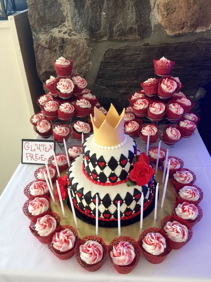 Sweet 16 Queen Of Hearts Cake Amp Cupcakes Alice In