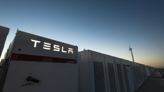 Elon Musk launches 100-day challenge to build the biggest battery in the world