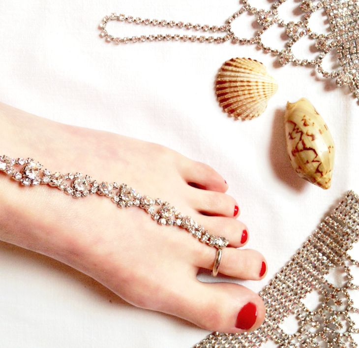 unconventional jewels  #fashion #jewels #summer #style #orient #barefoot #barefootsandals #handpiece #beach #party #ceremony #cool #jewelry