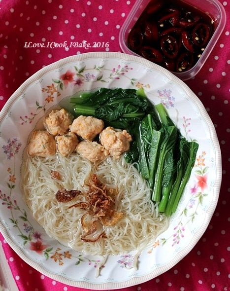 A nice comforting easy meal especially during rainy days        Recipe adapted from Seasaltwithfood   What you need:   For the shrimp balls:...