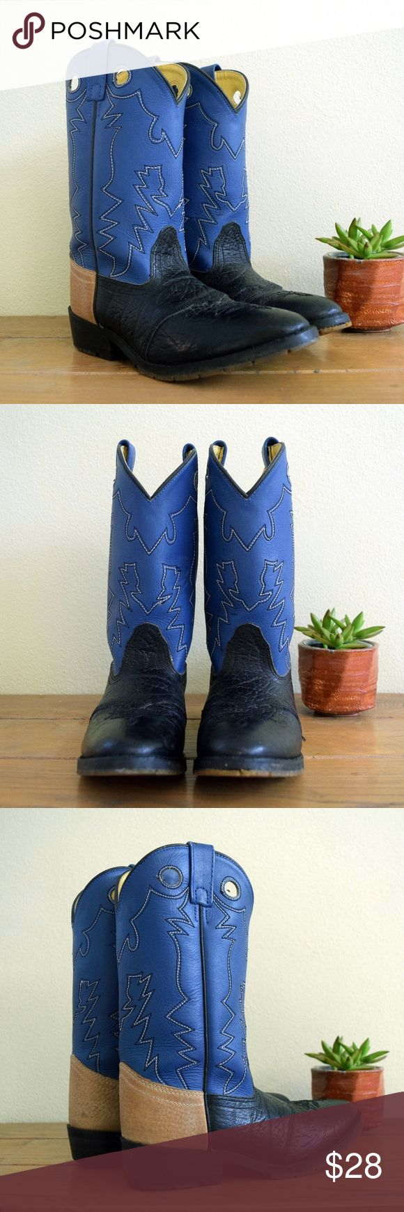 "Kids Vintage 4 Youth Double H Roper Cowboy Boots Kids roper cowboy boots for your little buckaroo in a youth size 4 (average age 8 years, detailed measurements below) by Double H. The foot is textured black genuine leather with a nice scalloped overlay. The tops are medium blue genuine leather with three-stitch designs, pull straps and pull holes. The lining and insoles are faux leather. Rubber soles with a lot of grip. Some of the rubber grip worn off on the left boot heel.  Insole- 9.25""…"