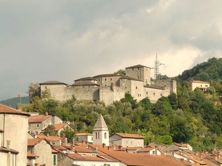 Pontremoli-castello del Piagnaro1 - Pontremoli - Wikipedia