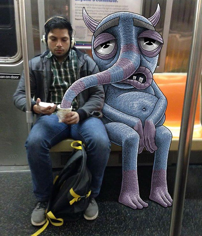 An illustrator draws friendly monsters in the subway #culturainquieta http://culturainquieta.com/es/arte/ilustracion/item/10608-un-ilustrador-dibuja-simpaticos-monstruos-invadiendo-el-metro.html