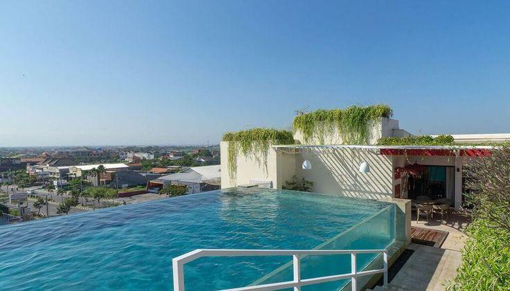 Anda pasti sudah tahu dan suka berenang di infinity edge pool atau rooftop pool. Disebut denganinfinity edge pool karena air mengalir melewati satu atau lebih tepi kolam sehingga menciptakan sebuah efek visual bagaikan kolam yang tanpa batas tepian. Ada juga yang dibangun menghadap pantai atau laut namun ada pula yang dibangun diatas gedung terbuka   #Sunset #Road #Bali http://gemar.xyz/tips-wisata/di-sunset-road-bali-ada-rooftop-pool-yang-beda-lho-ayo-coba/