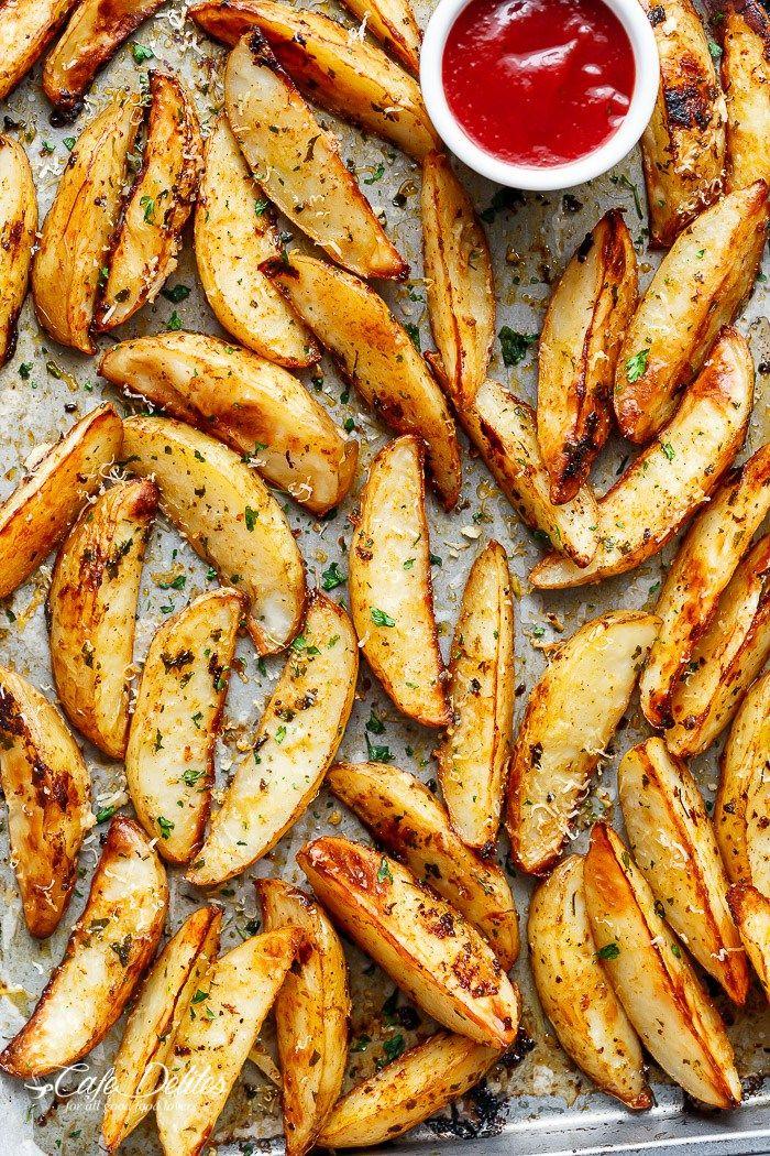 Crispy Garlic Baked Potato Wedges   http://cafedelites.com