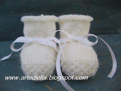 Scarpine a maglia neonato  Knitted bootie