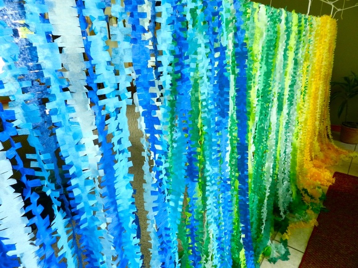 Fringey Crepe Paper Backdrop - this is so cute and clever!