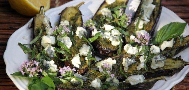 Баклажаны запеченные с травами и козьим сыром
