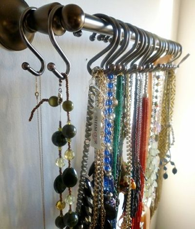 Great idea for jewelry - towel rod and shower curtain rods ( so doing this )Ideas, Necklaces Holders, Curtains Rods, Hooks, Jewelry Organic, Towels Racks, Necklace Holder, Shower Curtains, Necklaces Storage