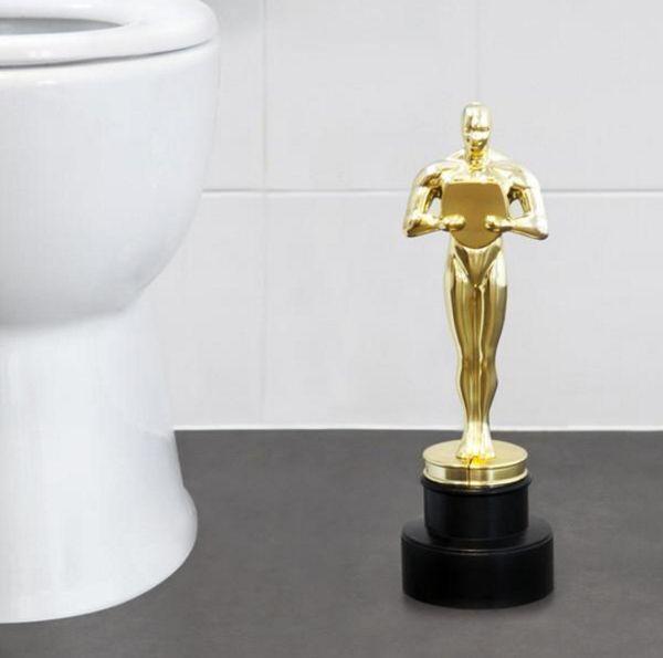 映画好きさん必見!あのオスカー像がトイレの掃除用具になっちゃった…!? − ISUTA(イスタ)オシャレを発信するニュースサイト