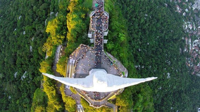 """Concurso de Fotografía Aérea.Una vista única de la estatua del """"Cristo Redentor"""" en Rio de Janeiro, Brasil"""