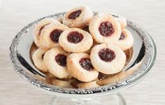 Gluteenittomat hillosilmä pikkuleivät // Pikkuleipien parhaimmistoa! #pikkuleivät http://www.raisionkeittokirja.fi/fi/resepti/-/p/gluteenittomat-hillosilma-piparkakut?reid=419621