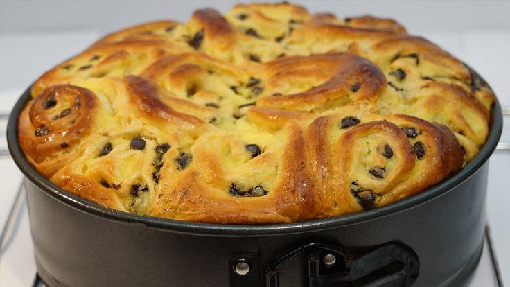 Une recette sensationnelle de gâteau brioché : le chinois à la crème pâtissière et aux pépites de chocolat. Un gâteau idéal pour le goûter à suivre en vidéo
