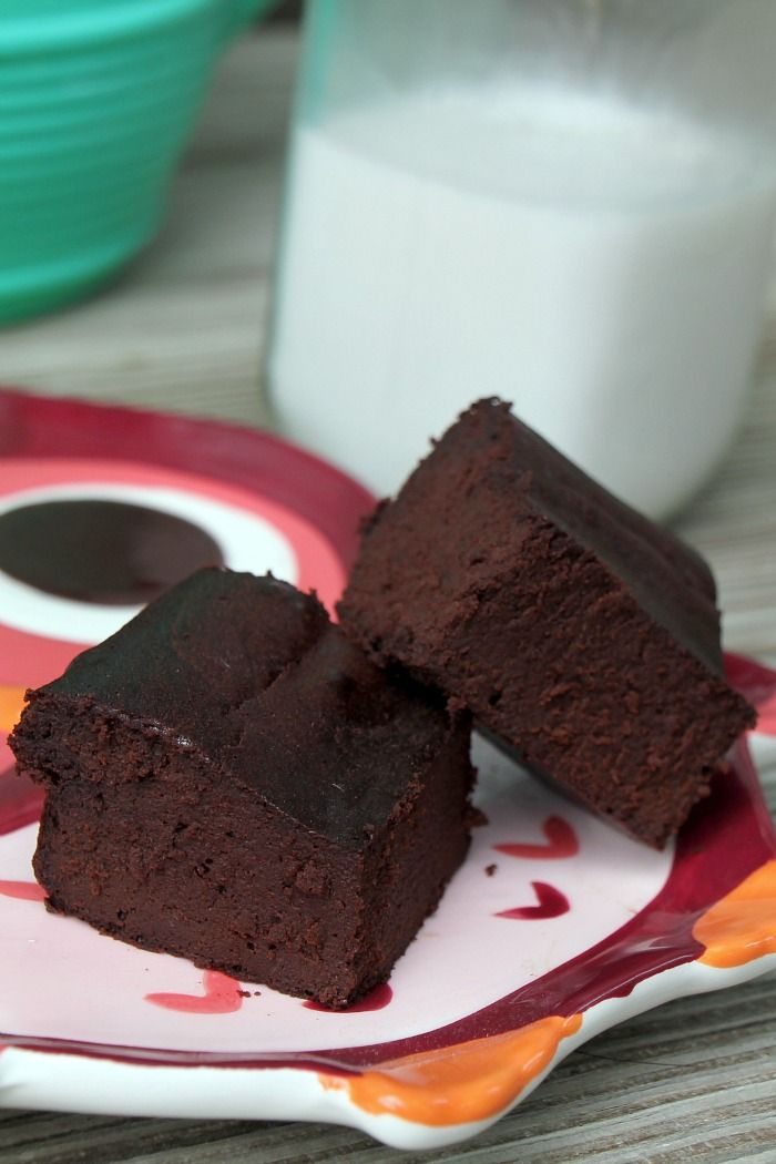 Fudgy Brownie Recipe INGREDIENTS 1. 4 large pastured eggs 2. 1 cup unsweetened cocoa powder 3. 1/4- 1/3 cup maple syrup 4. 1/3 cup extra virgin coconut oil unmelted 5. 2 teaspoons vanilla extract INSTRUCTIONS 1. Preheat oven to 350. 2. Mix ingredients in a large bowl with a mixer or KitchenAid. 3. Pour in 4 x 8 loaf pan. 4. Bake for 20-25 minutes. 5. Let cool before eating, or place in fridge until cool (about 10 min).
