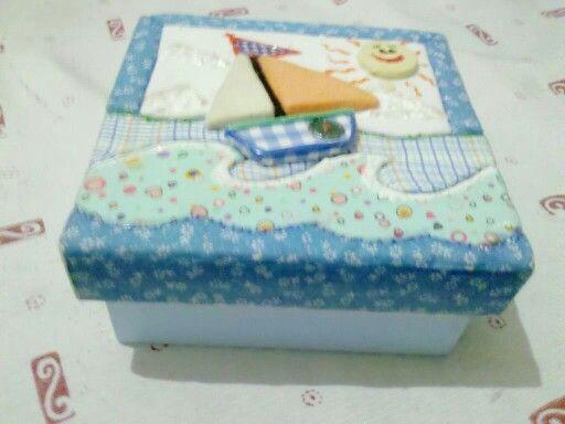Caixa infantil com técnica de patchwork embutido e em alto-relevo