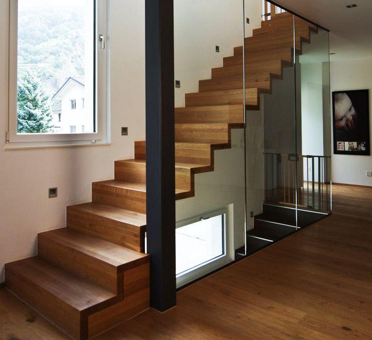 escalier en bois moderne marche et contremarche avec garde corps en verre toute hauteur plus d. Black Bedroom Furniture Sets. Home Design Ideas