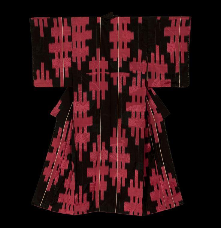 Кимоно. Ранний период Сёва (1927-1940), Япония. Кимоно Галерея. Chirimen (креп) шелковые кимоно показывая абстрактный дизайн цветных прямоугольников, с фоном rinzu (дамасской) кучность. Розовые узоры вышивка есть основные моменты.