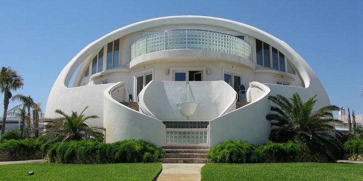 La casa Cupola è un progettoincredibile realizzato sulla spiaggia di Pensacola, in Florida. 1.800 metri quadrati tra spazi interni ed esterni…