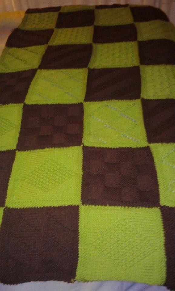 Esta fue para Rosa, una buena amiga mía que quiso estos colores. La foto no hace justicia a la belleza que tiene esta manta