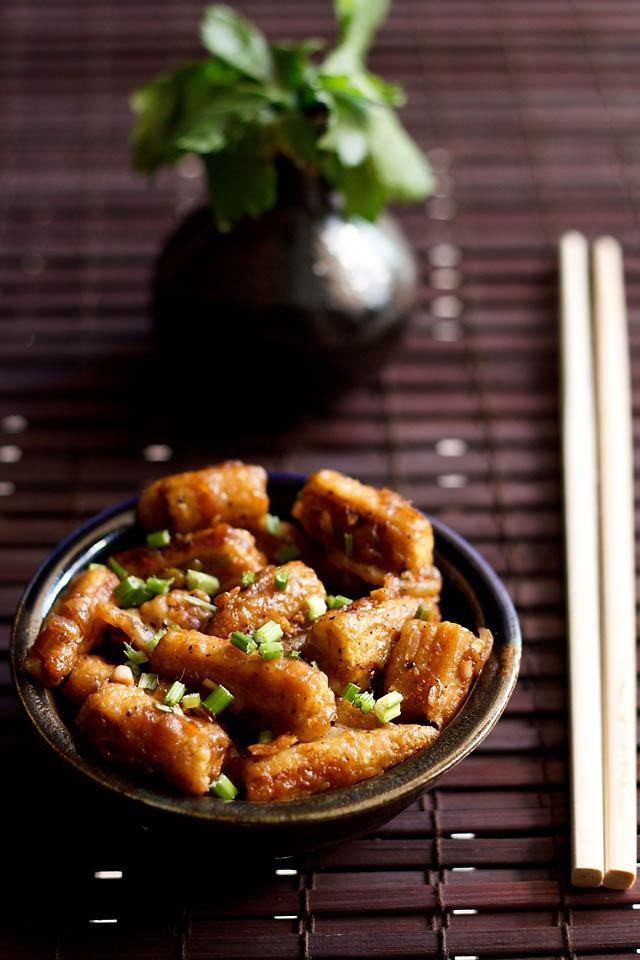chilli baby corn - crisp, semi dry and spicy indo chinese dish made with baby corn.  #vegan #indochinese #babycorn #starters
