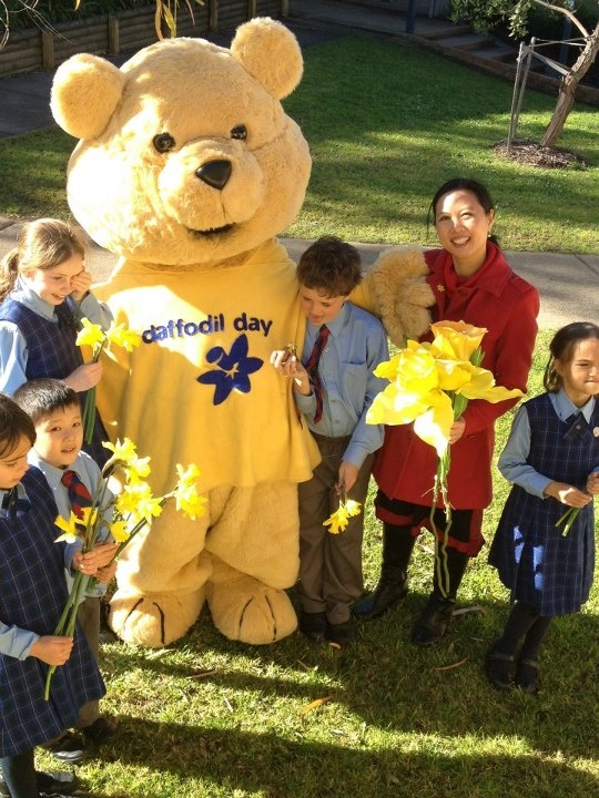 Daffodil Day ambassador & former ABC Play School presenter Joy Hopwood made a special visit to Belrose Public School, Sydney, with Dougal Bear to chat with the kids about cancer & why it's important to support Daffodil Day.
