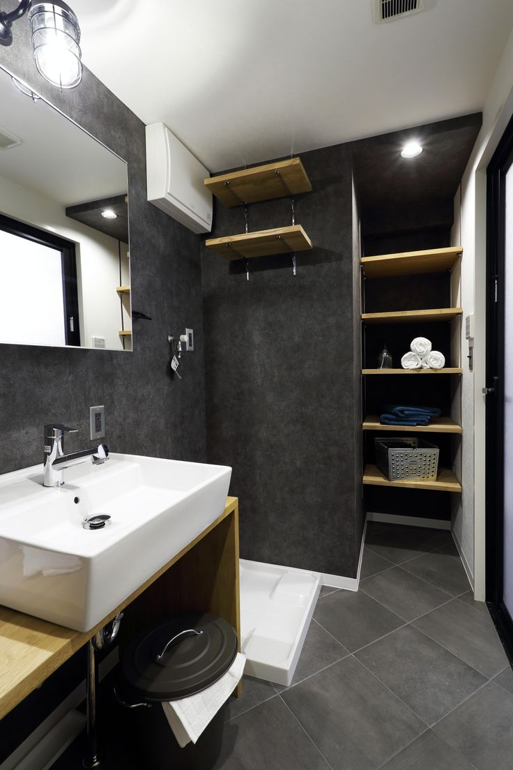 可動棚も多く使用した豊富な収納。 専門家:が手掛けた、洗面所(インダストリアルスタイル)の詳細ページ。新築戸建、リフォーム、リノベーションの事例多数、SUVACO(スバコ)